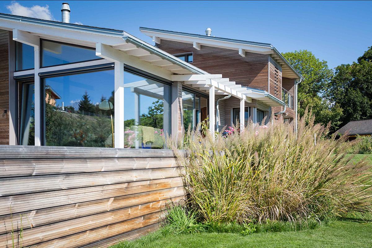 maison en bois massif awesome la en bois massif ou bois empil est issue duun hritage nordique. Black Bedroom Furniture Sets. Home Design Ideas